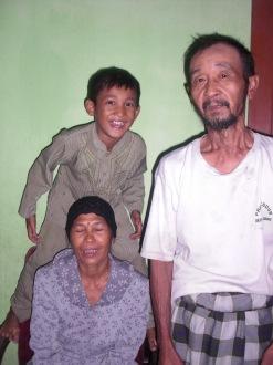 Emak, Bapak dan keponakan