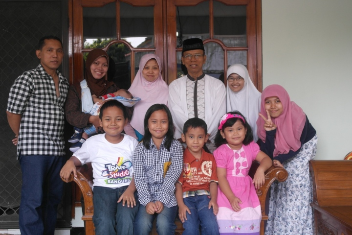 Berfoto bersama setelah Sholat Idul Fitri